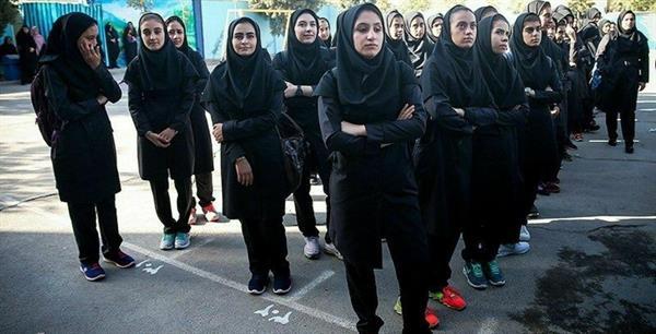 دانش آموزان مدرسه زینبیه کامیاران نسبت به پرداخت هزینه های مضاعف تحصیلی دست به اعتصاب زدند
