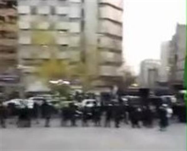 تنش و درگیری میان دانشجویان دانشگاه تهران با ماموران و لباس شخصی های وابسته به حکومت