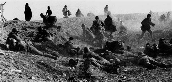 جنگ هشت ساله ایران و عراق و کوبیدن بر طبل جنگ از سوی خمینی