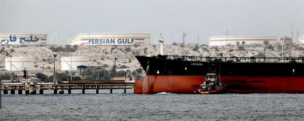 ایران به دلیل اُفت صادرات، مجبور به ذخیره میلیون ها بشکه نفت خود شد