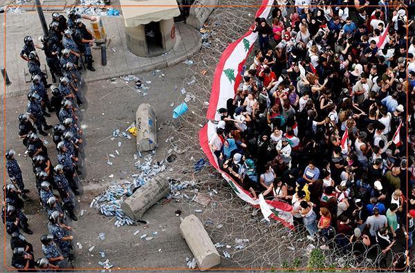 معترضان لبنانی: حزب الله مورد حمایت ایران خلع سلاح شود